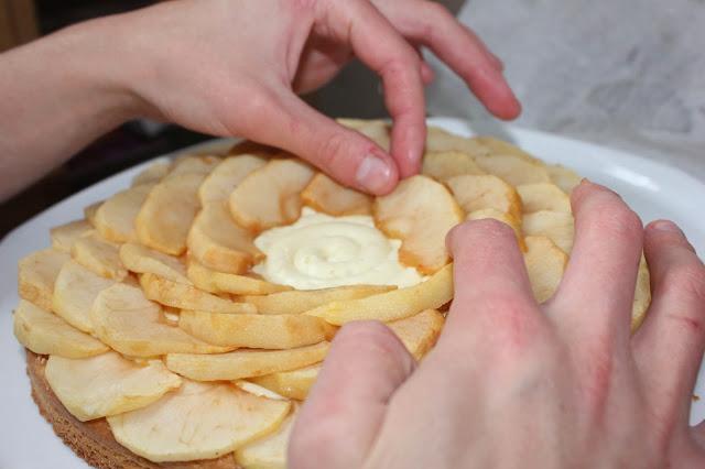 Montage tarte aux pommes façon fleur