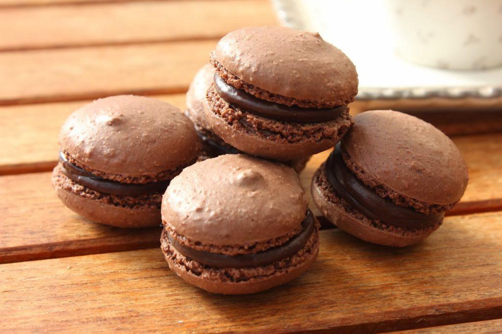 Macarons tout chocolat à la meringue italienne