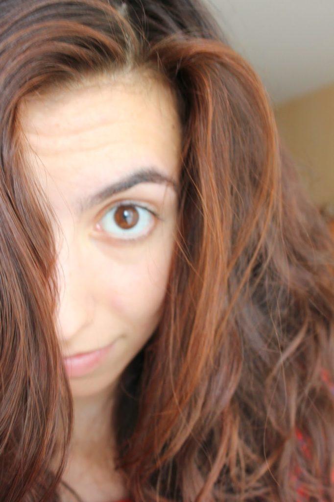 Cheveux bruns et henné