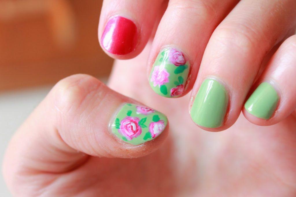nail art motif fleurs