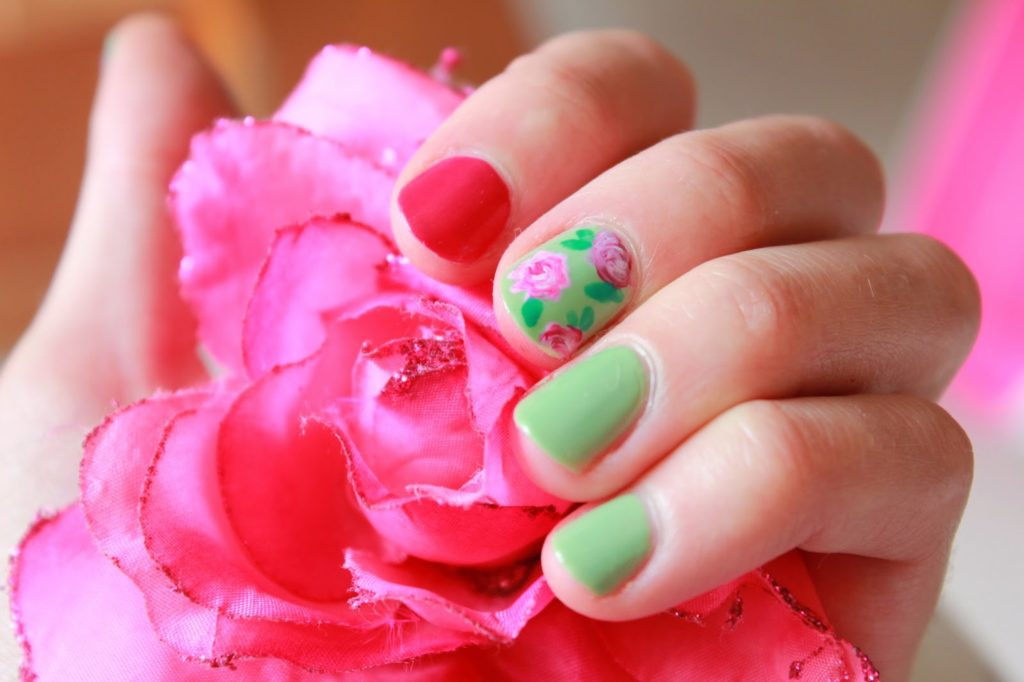 Comment faire un nail art floral