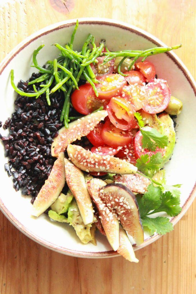 Salade avec du riz nérone