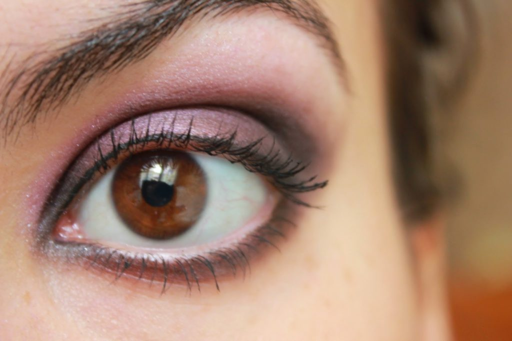 smokey eye violet yeux noisette