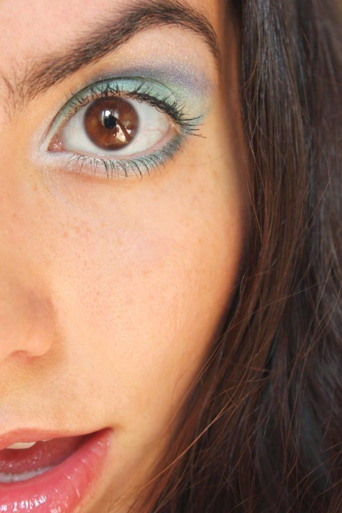 maquillage bleu et vert façon sirène