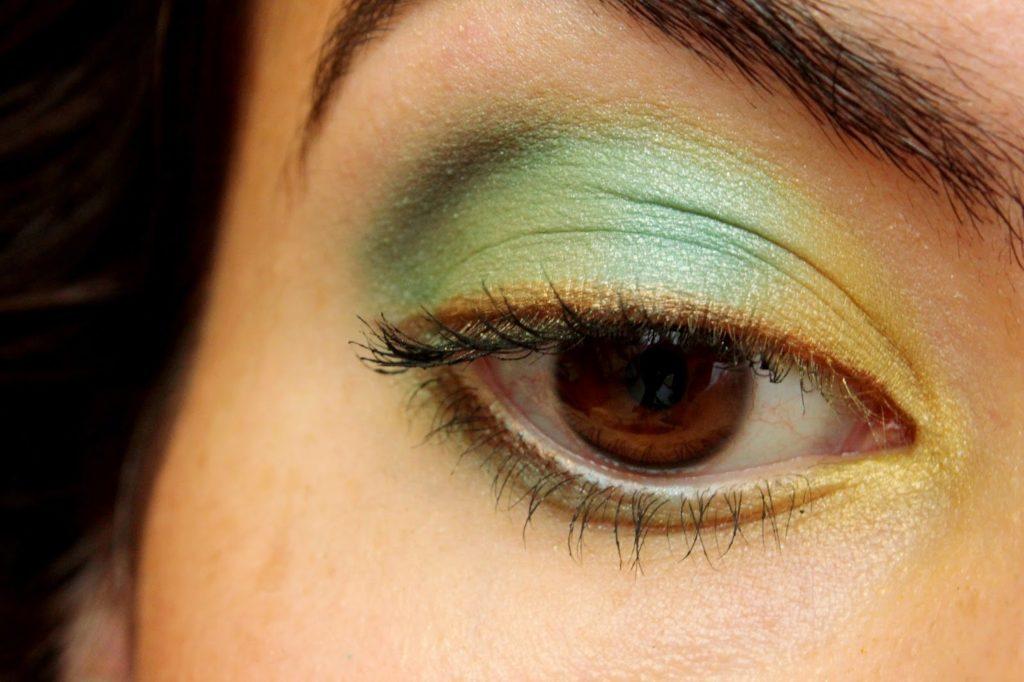 Maquillage des yeux jaune et vert
