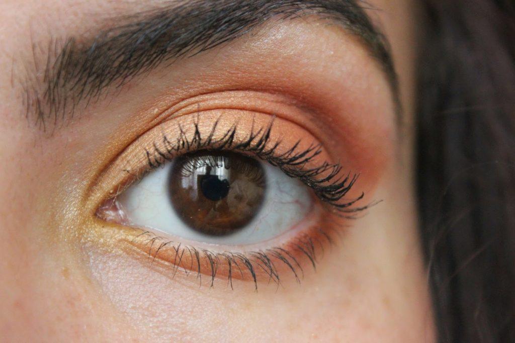 teintes orangées maquillage des yeux