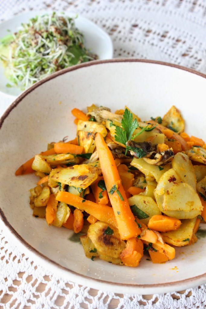 Poêlée aux légumes d'automne avec des chanterelles
