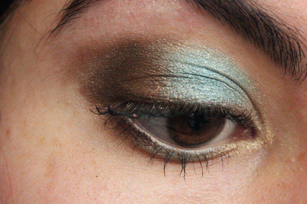 maquillage des yeux bleu et marron
