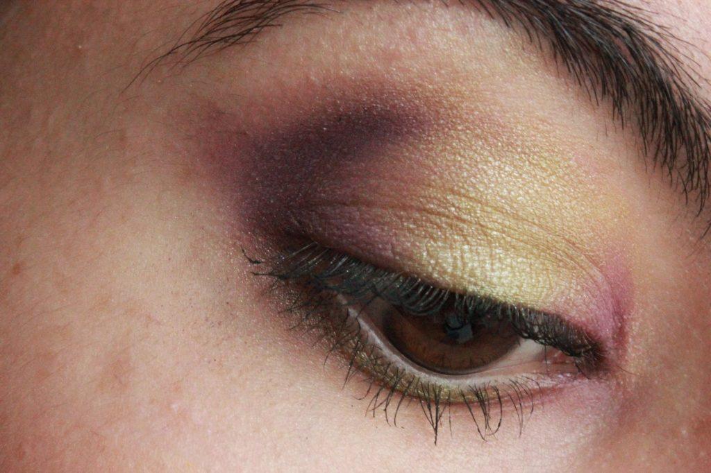 Maquillage des yeux vert et prune
