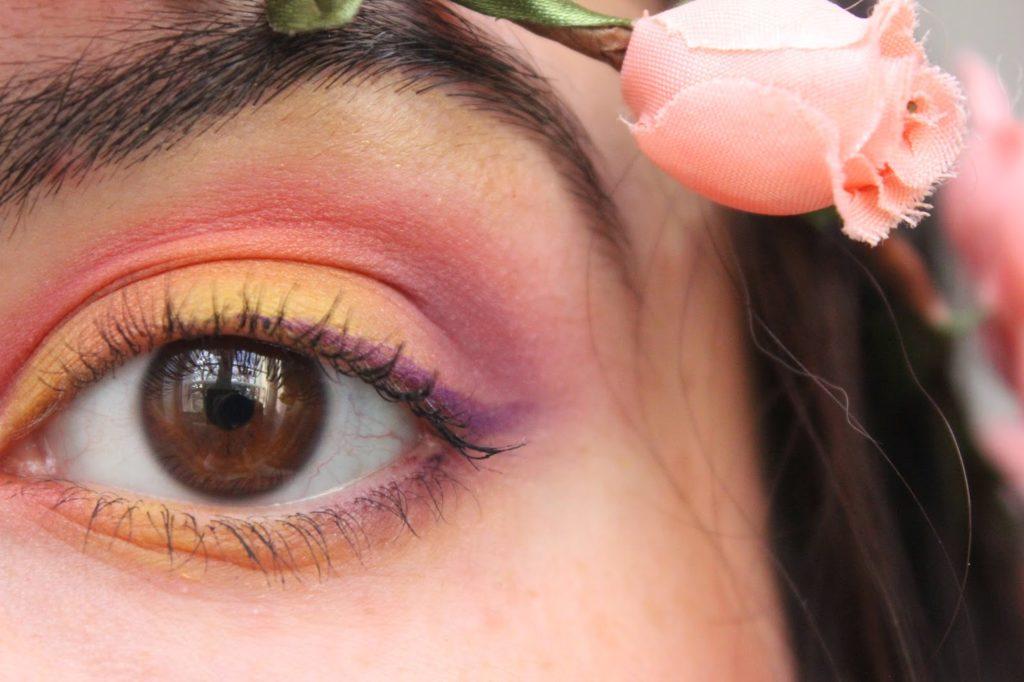 Maquillage des yeux rose et jaune