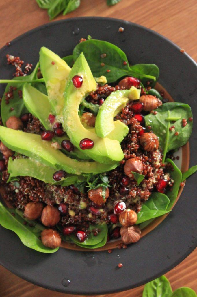 Salade healthy quinoa rouge et avocat