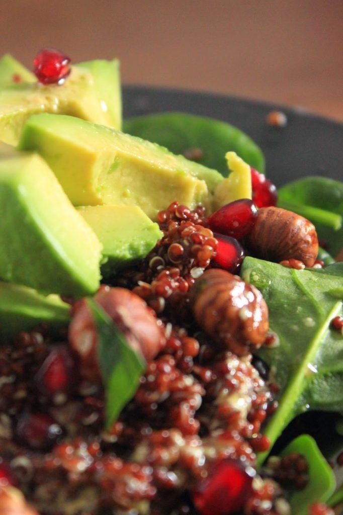 Recette de salade healthy quinoa rouge et avocat