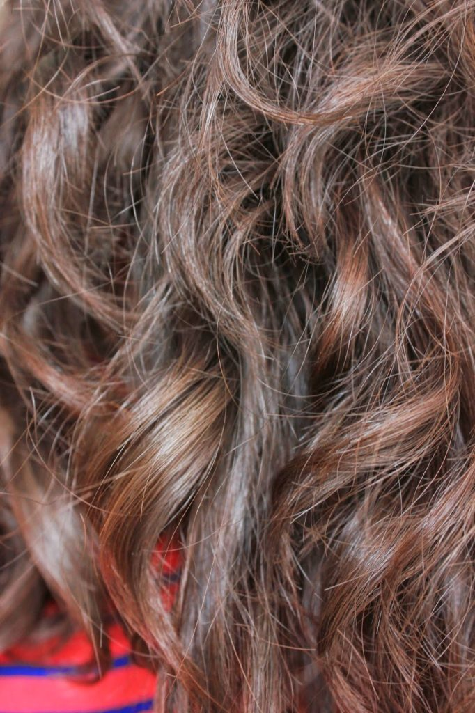 henné sur cheveux bouclés