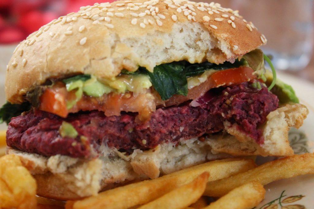 Burger au steak haricot rouge et betterave
