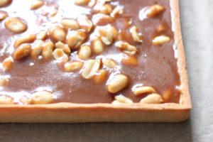 Tarte au caramel et au cacahuètes
