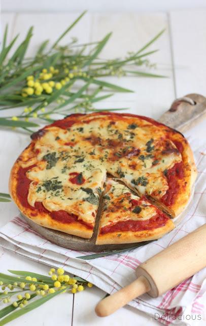 le fromage v g tal en action le test de la pizza violife vs homemade deliacious. Black Bedroom Furniture Sets. Home Design Ideas