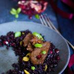 riz noir accompagné de seitan, de mangue et de grenade