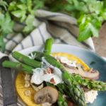 Galettes sans gluten aux asperges et aux champignons