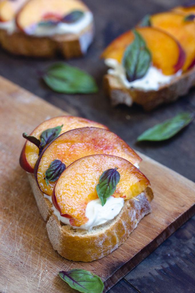 Tartine fromage frais et fruits vegan