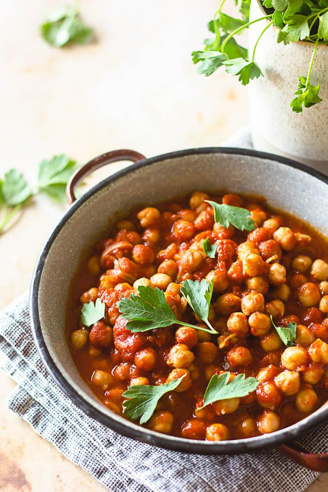 Recette de pois chiches à la tomate et aux épices