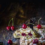 Recette de tarte à la crème de pistache et aux cerises