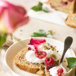 Cake vegan aux framboises et à la pistache