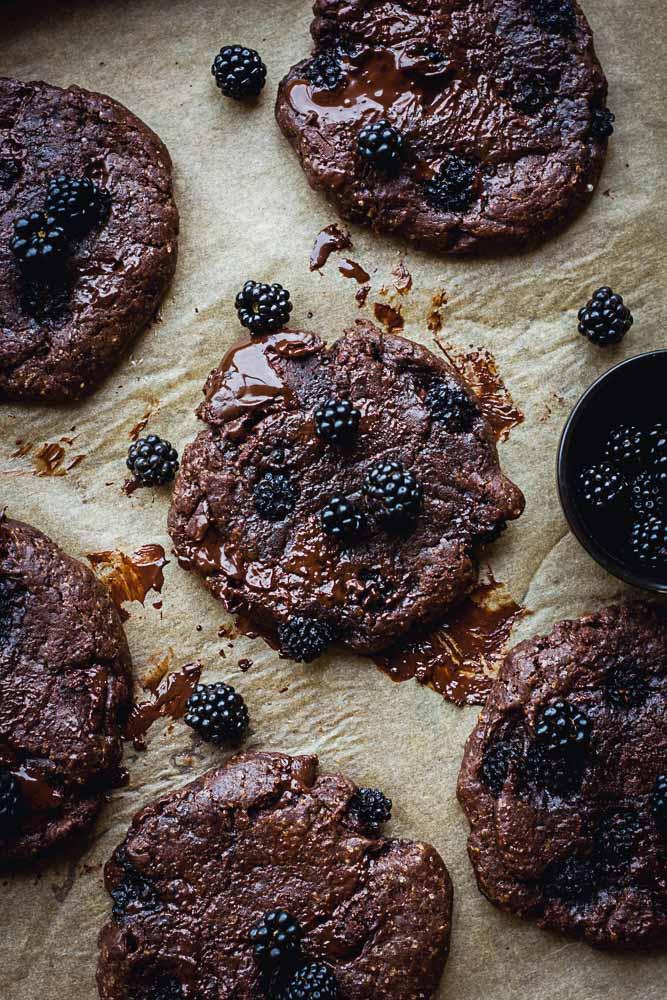Cookies tout chocolat aux mûres