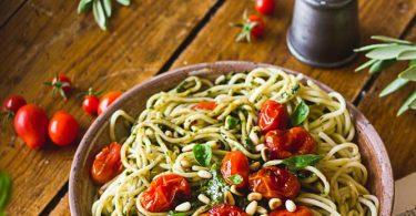 Pâtes au basilic et à la tomate