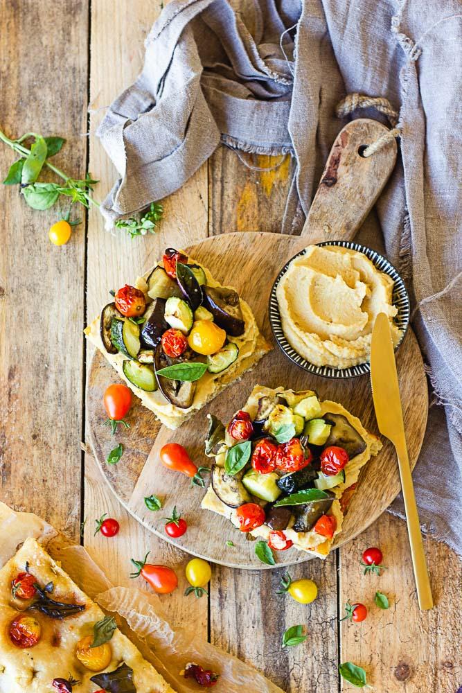 Tartine végétarienne au houmous