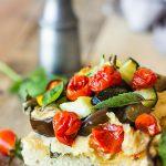 Tartine de focaccia aux légumes