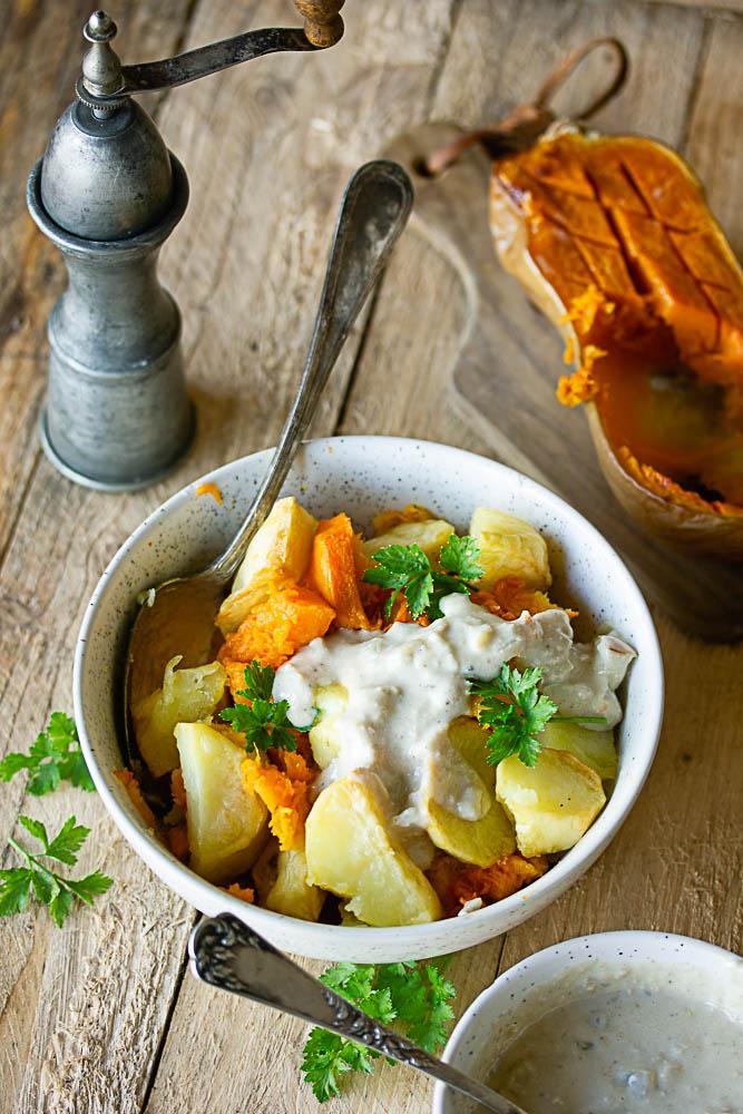 Pommes de terre rôties au four avec de la courge butternut