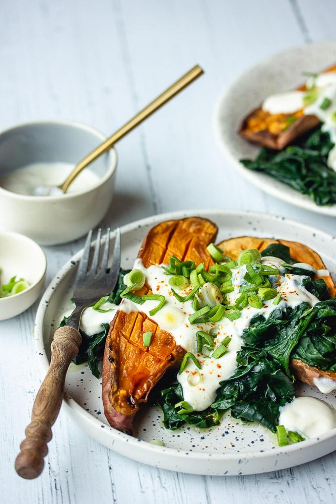 Patate douce rôtie aux épinards