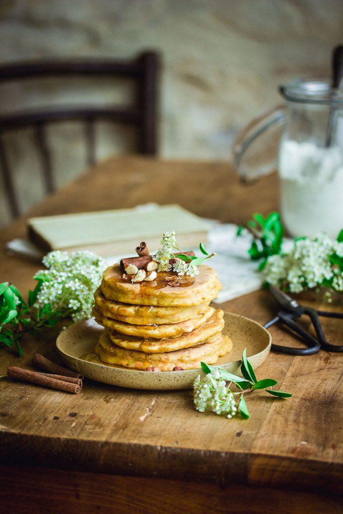 Pancakes vegan à la carotte et à la cannelle