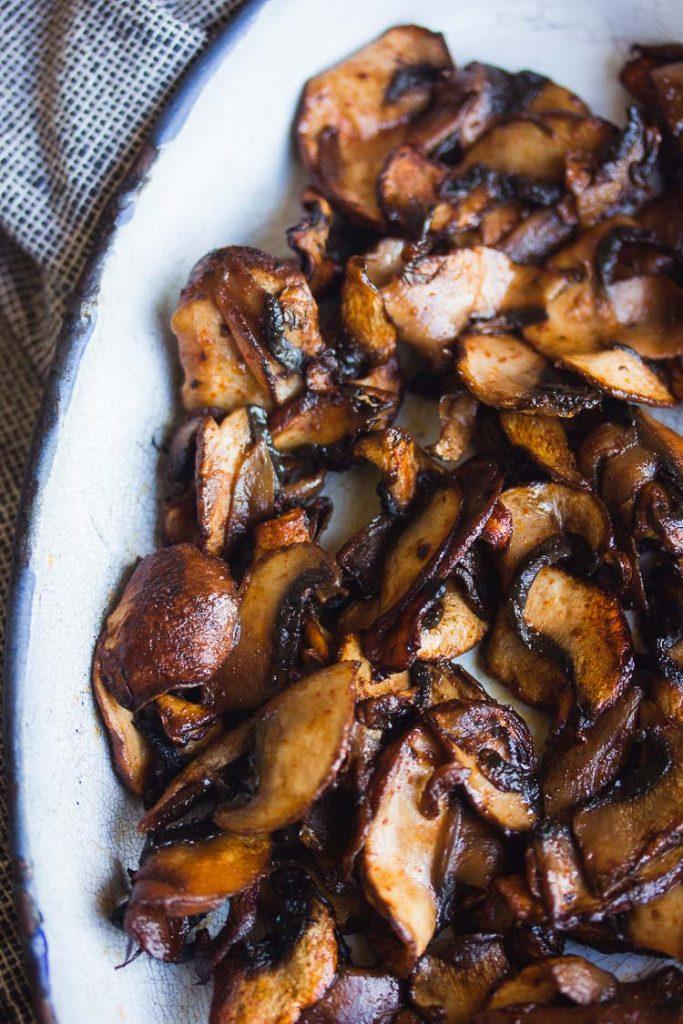 Lamelles de champignons de Paris à la sauce tamari