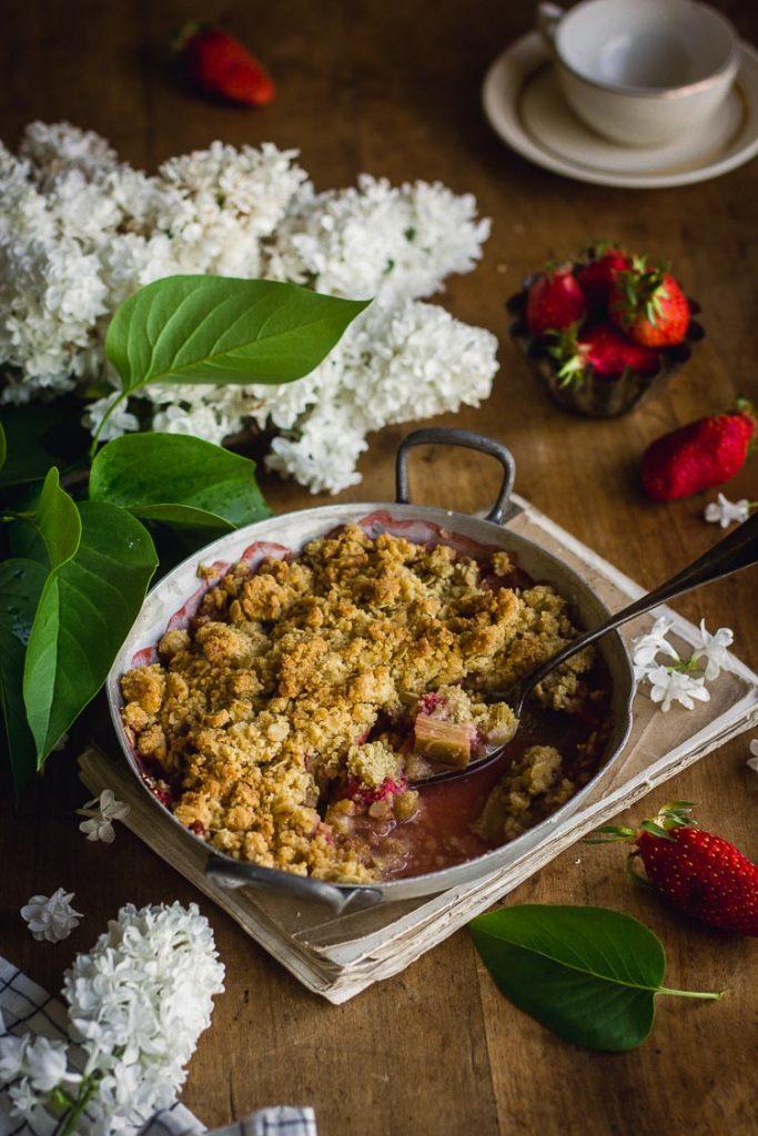 Crumble sans lactose à la rhubarbe