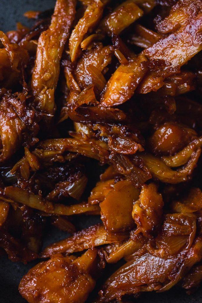 Effiloché de champignons sauce barbecue