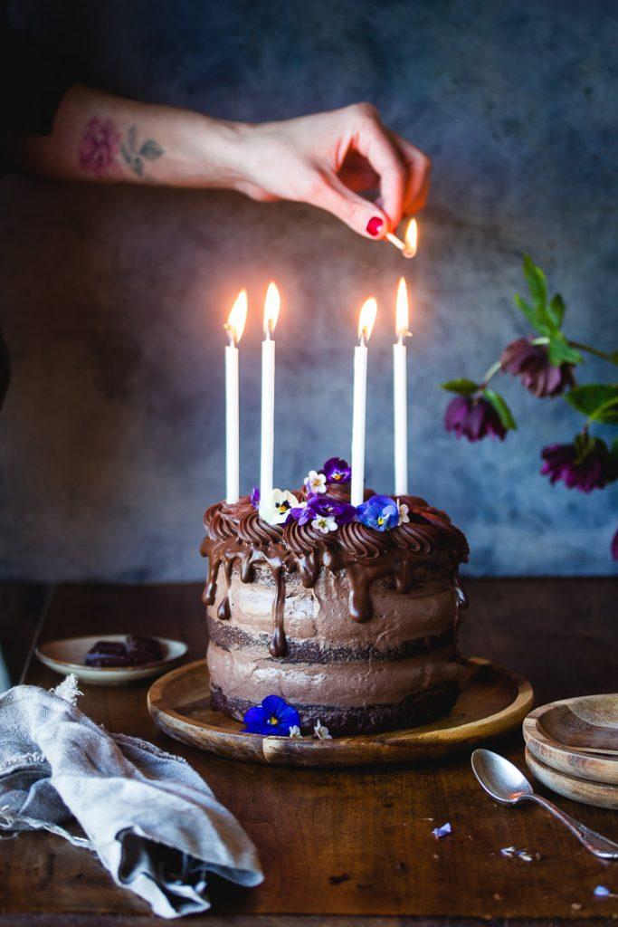 Gâteau au chocolat d'anniversaire vegan