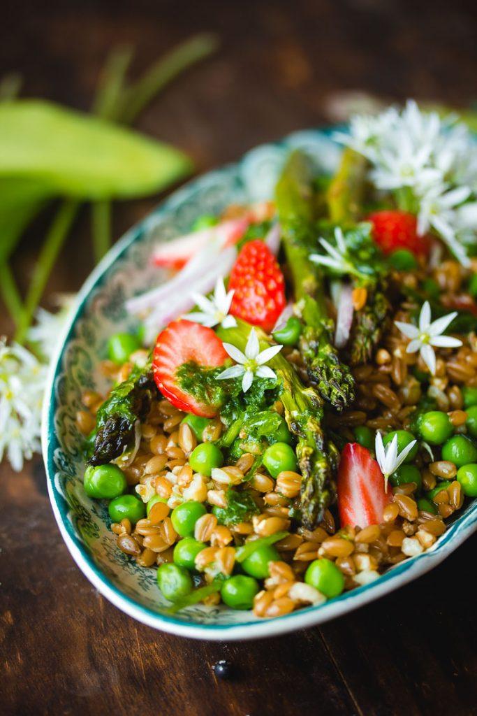 Salade complète aux asperges et au petit épeautre